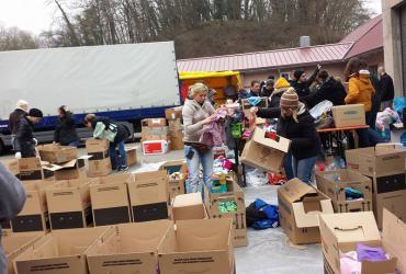 Über 10t. Hilfsgüter werden gesammelt und für die Reise verpackt